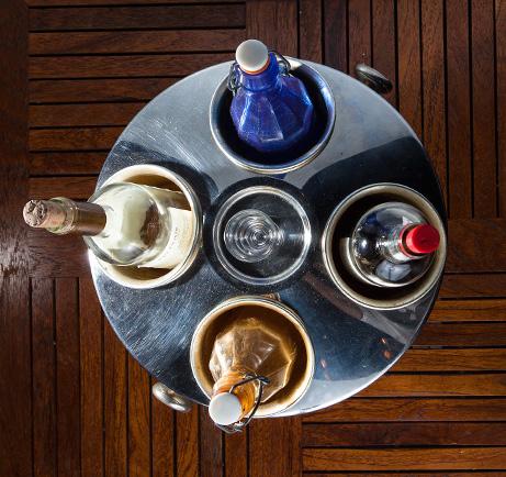 Το Κρασί στο Τραπέζι σας